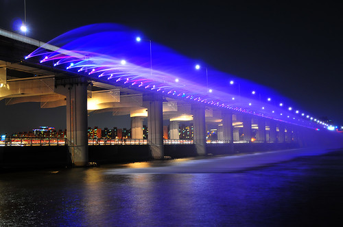 Banpo Bridge & Moonlight Rainbow Fountain