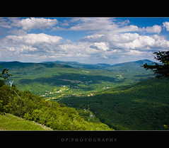 Hunter Mountain, New York (DP|Photography) Tags: lightsandshadows hideandseek catskills dri huntermountain lightplay hudsonvalley greenecounty catskillmountains summits hikingtrails catskillsnewyork debashispradhan dpphotography huntermountainfiretower dp|photography huntermountainnewyork huntermountainskyride greenlandmountain