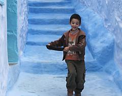 el nio feliz de chefchouen (www.mazintosh.es + 1.000.000 Views) Tags: morocco maroc feliz chefchaouen marruecos nio chefchouen ail chouen azulete mazintosh