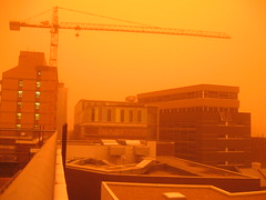 IMG_1777 - Dustday roof view north with crane (23 September, 2009) (Mezza) Tags: orange clouds buildings landscapes skies sydney cityscapes australia dust duststorm dustday sydneyreddust