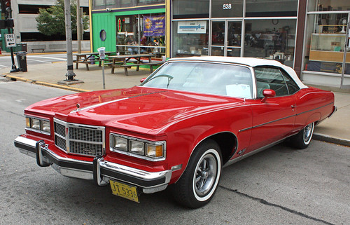 1975 Pontiac Grand Ville Brougham Convertible (4 of 10)