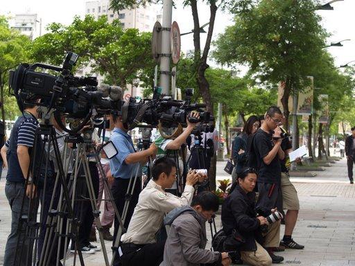 記者拍攝中