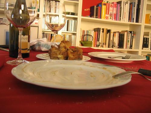 El plato y los huesos relimpios
