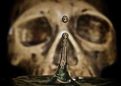 Not human (hiskinho) Tags: halloween water skull agua wasser pirates drop drip human gota pirata calavera craneo