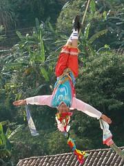 Indigenas_02 (Gionitz_PIC) Tags: cultura indigenas danzantes tradicion rostros volador trajestípicos voladoresdepapantla culturamexicana trajesregionales fiestasregionales totonacos rostrosdemexico rostrodemexico