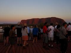 Uluru and around 37 - Crowds at sunrise (Ben Beiske) Tags: rock nt australia outback uluru australien northern ayers territory