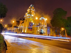 Iglesia de Barranco (Martintoy) Tags: longexposure peru church night movement nikon nightly shot lima fast movimiento nocturna barranco d80 nikkor1735 iglesiadebarranco theoriginalgoldsea