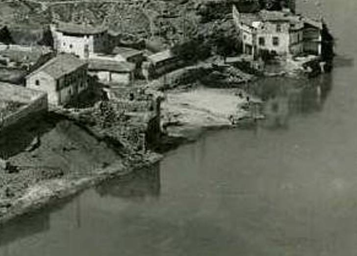 Torre del Hierro de Toledo en ruinas a mediados del siglo XX, en 1952. Foto Garrabella