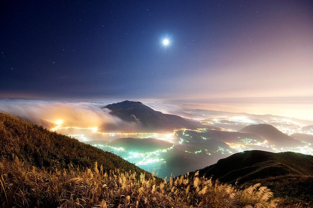 大屯山月夜雲瀑