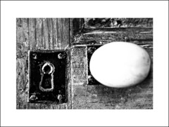 Particolare - detailed (rifraflex) Tags: bw closeup nikon porta dettagli biancoenero francesco detailed particolare serratura maniglia vineria frizzo reflexdigitale rifraflex