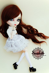 Scarlett - Pullip Alte (-Poison Girl-) Tags: new brown white black scarlett girl eyes shoes doll dolls eyelashes body stock pale audrey wig groove pullip poison pullips bodies poisongirl prunella alte redish obitsu eyechips junplanning rewigged obitsubody stica rechipped pullipalte sbhm pullipstica