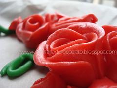 Angoliera rose rosse (lauradistefano84) Tags: red rosso torte decorazioni fondant pdz fragoline
