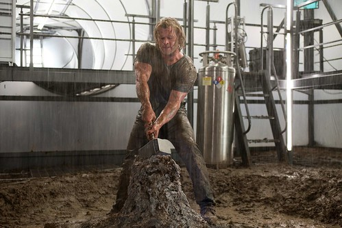 chris-hemsworth-thor muscles galore