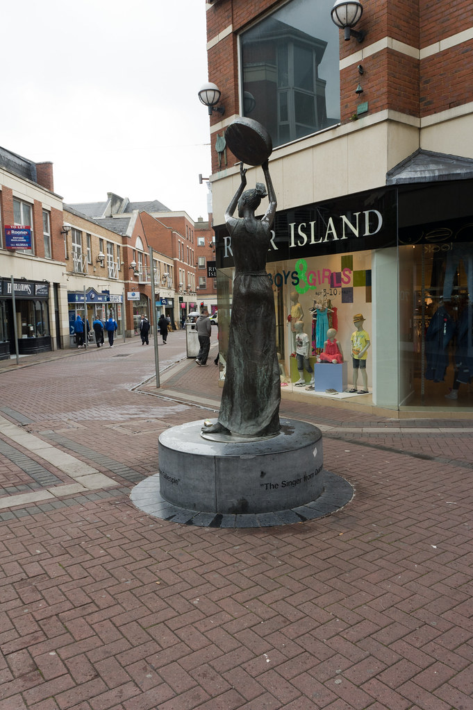 Limerick - The Singer From Quimper By Rowan Gillespie (Quimper Square)