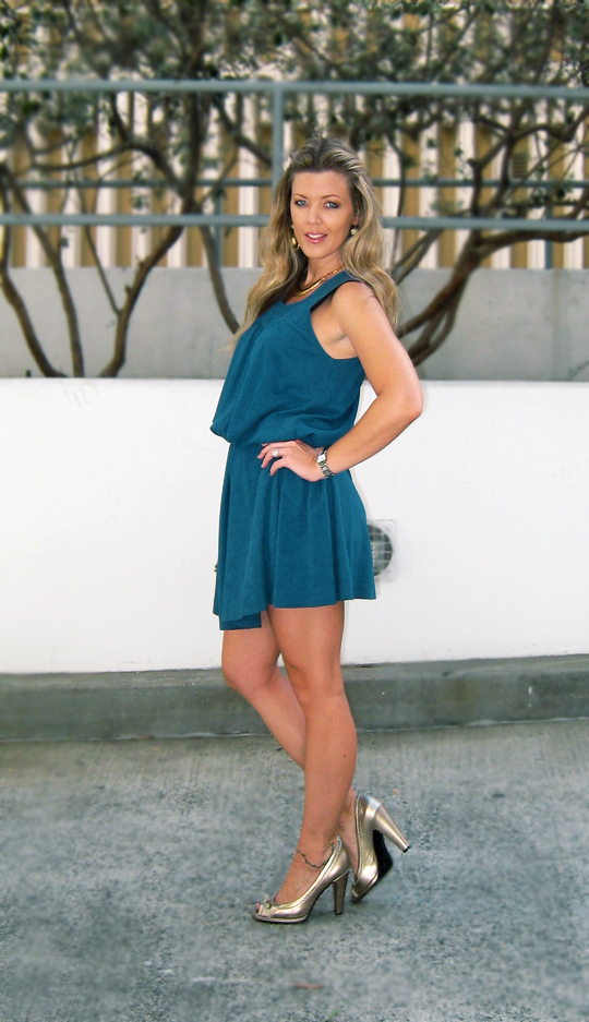teal-dress-gold-accessories-3