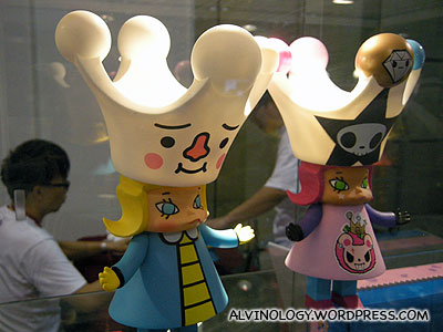 Vinyl toys with crowns