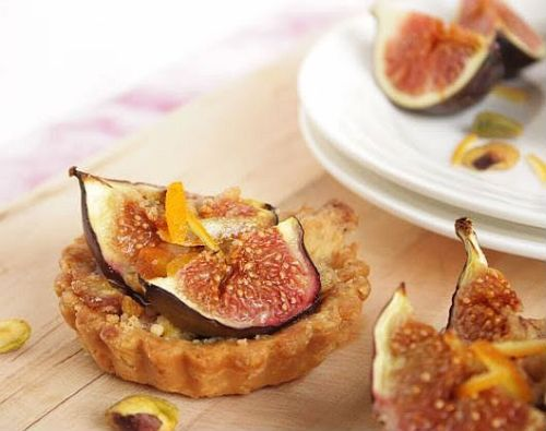 Fig Streusel Tartlets with Pistachios @ Sugar & Everything Nice by Jo