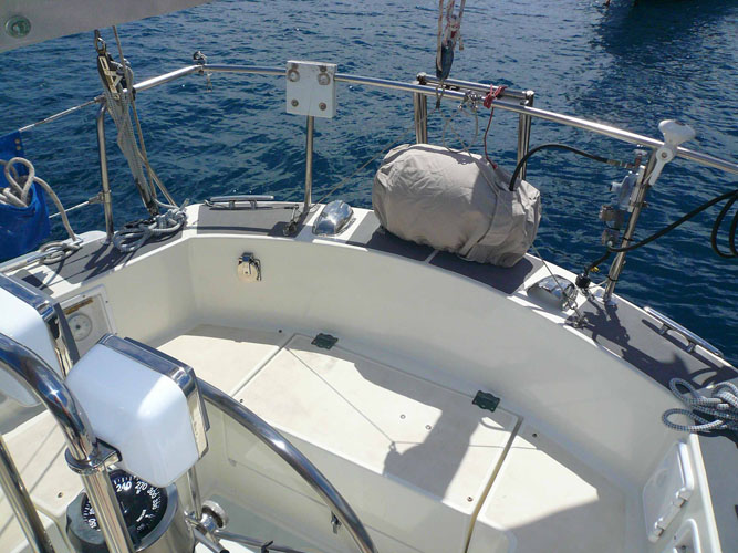Looking down at the Stern.  Propane tank mounted in the center.