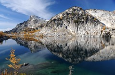 Rune Lake & Little Annapurna - Enchantments (Sweendo) Tags: favorite wa 2008 enchantments nikond700 alipinelakeswilderness
