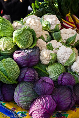 Cabbage and Cauliflower (Culinary Fool) Tags: fall fruits vegetables farmersmarket produce universitydistrict culinaryfool udist 2470mm28 udfm