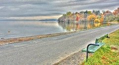 A lonely park bench in november (StefanOlaison) Tags: lake beach strand lago autum sweden playa otoo parkbench hdr hst suecia jnkping vttern parkbnk hglandet bancosolito