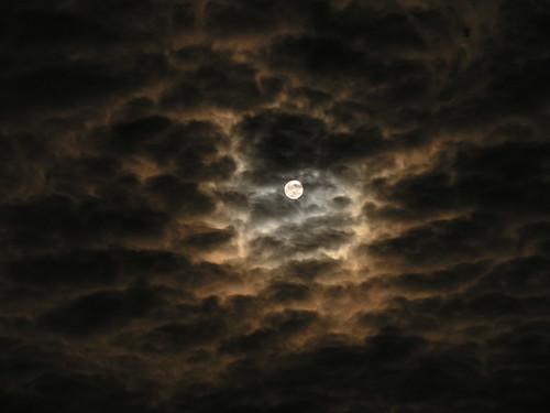 Spooky moon by kisssy