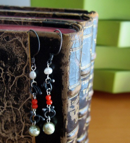 earrings - pearls, red, black metal