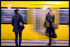 Presse or not presse (tany_kely) Tags: urban motion blur berlin yellow digital jaune canon germany subway eos women mtro hurry allemagne flou femmes urbain vitesse 450d presse rebelxsi