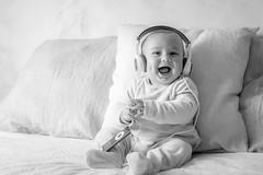 45/52² Música / Music :: Alternative (Xisco Bibiloni) Tags: ifttt 500px strobist 52project 52week 52weekproject iker music musica project project52 project52week laugh smile ipod black white blanco y negro bw