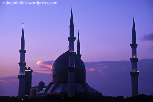 The Sultan Salahuddin Abdul Aziz Shah Mosque at dusk. Shot on Kodak Elitechrome 100 Extra Color