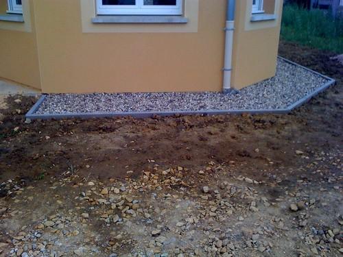 Muret ext rieur les bordures de la maison carrelage devant la porte d 39 - Contour de porte exterieur ...