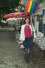 Michaela unter der Regenbogenflagge