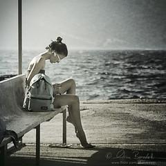 pause () Tags: sea portrait music andy girl sunglasses waiting mare ipod walkman andrea candid andrew stereo musica ritratto ragazza attesa benedetti occhialidasole topseven innamoramento nikond90  obramaestra luxtop100