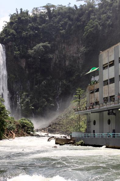 091909_waterfall04