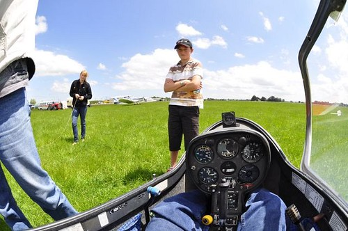 Carrying out Preflight Cockpit Checks