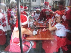 Santacon Window (Lynn Friedman) Tags: sf sanfrancisco california santa christmas ca xmas red usa holiday beer bar costume drinking santacon santahat lowerhaight sfist 94117 haightst lynnfriedman sfsanta09
