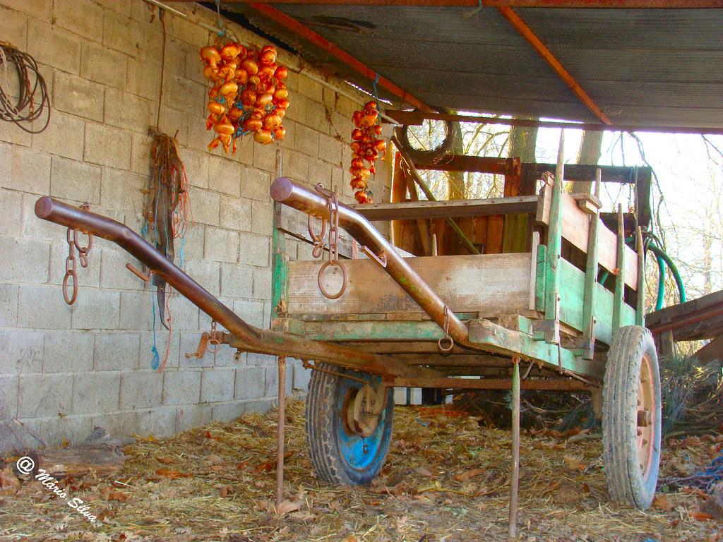 Águas Frias (Chaves) - ... atrelado estacionado ...