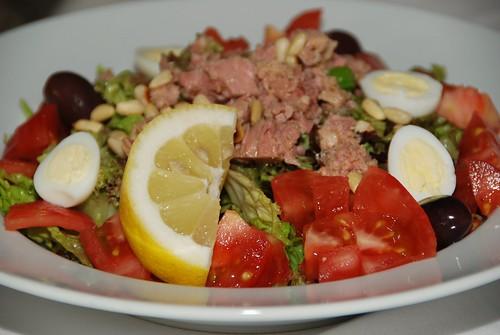 Предястия с риба тон и салата