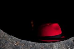 Autorretrato (Carlos Mata Photography) Tags: red portrait hat self rojo creative carlos sombrero autorretrato mata carlosmata ibirque estuy