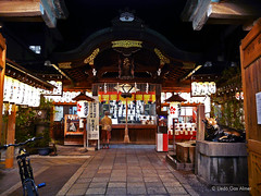 Shintoist temple (Lle.G) Tags: water japan temple kyoto pray meditation shintoism sintoismo