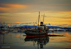 Saint Christopher - Ushuaia World's End (Onironauta...) Tags: sunset favorite patagonia argentina ushuaia puerto canaldebeagle atardecer boat twilight barco ship shine bladerunner explore bahia tug shining waterreflection barcohundido beaglechannel findelmundo patagonian saintchristopher remolcador worldend sandrog onironauta claudioar artofimages bestcapturesaoi elitegalleryaoi
