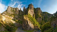 Cheddar gorge panorama (LongLensPhotography.co.uk - Daugirdas Tomas Racys) Tags: road trees england cliff mountain backlight turn high amazing rocks open wide somerset software stunning gorge source cheddar climbers panorma hugin mandips