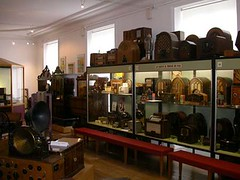 Salle de la radio01 (Geher) Tags: france radio de son musée sound museums orgues yonne enregistrement barbarie cylindres tournedisques stfargeau limonaires magnétophones