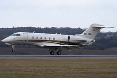 TC-ISR - Private - Bombardier BD-100-1A10 Challenger 300 - Luton - 090122 - Steven Gray - IMG_7159