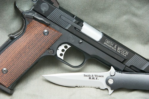 KSC S&W M945 and S&W HRT knife