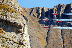 Patrouille Suisse @ Flight demonstration Axalp-Ebenfluh 2009 (Toni_V) Tags: mountains alps topv111 schweiz switzerland suisse tiger airshow alpen 70300mm 2009 d300 patrouillesuisse axalp toniv 091007 dsc3724