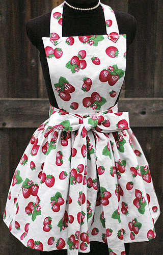 """""""LUCY"""" bibbed strawberry apron front"""