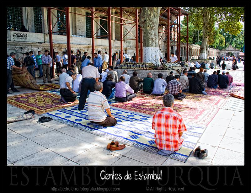 Gentes de Estambul - Oración del Viernes