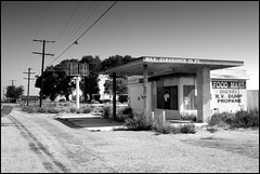 Vacant Food Mart (greenthumb_38) Tags: blackandwhite bw abandoned blackwhite closed gasstation explore duotone deathvalley servicestation foodmart shutdown fillingstation olancha explored roadtodeathvalley jeffreybass olanchaca