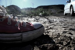 Pisando fuerte (Mariano Rupérez) Tags: converse paso allstar tierra zapato zapatilla pisada